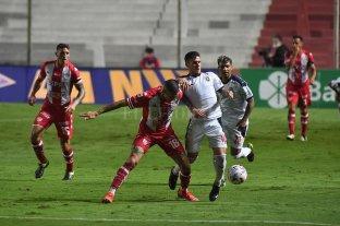 Unión enfrenta a Independiente en Avellaneda