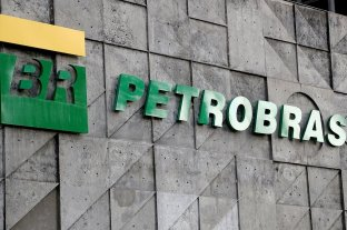Se dispara la nafta en Brasil y Bolsonaro habla de vender Petrobras
