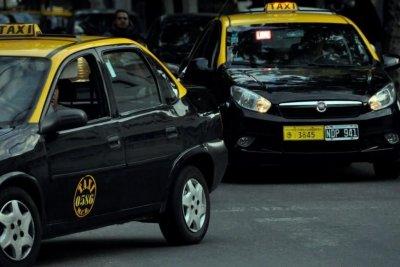 Tras nuevos hechos de inseguridad, los taxistas vuelven a pedir que les instalen mamparas antivandálicas en Rosario
