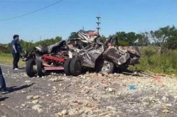 Dos fallecidos tras chocar contra un acoplado que se desprendió en Corrientes