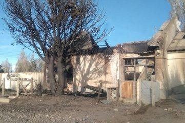 El edificio de Correo Argentino en Chubut quedo destruido por un incendio