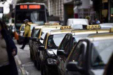 Taxistas de Rosario volvieron a solicitar la instalación de mamparas antivandálicas