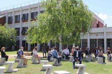 La Universidad Nacional de Rosario inauguró su primera aula a cielo abierto - Es uno de los tantos dispositivos puestos en marcha para garantizar el acceso a la educación superior. -