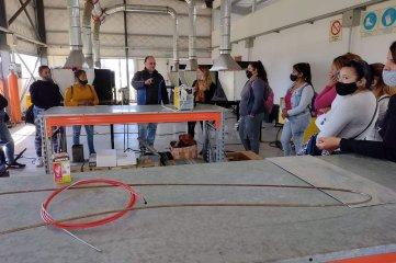 Alumnas del curso de operatoria metalmecánica básica visitaron el Parque Industrial