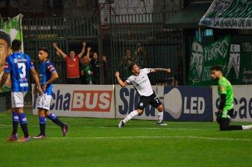Con doblete de Brian Fernández, Ferro ganó y sueña con el ascenso a Primera División