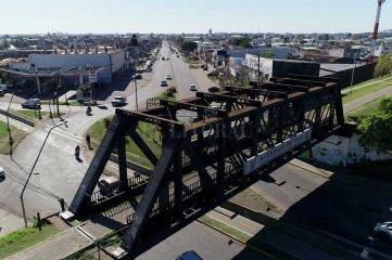 Nostalgia ferroviaria: los tres puentes negros de la ciudad, signos de un tiempo de prosperidad