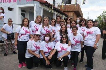 Con una clase aeróbica abierta se cierra el mes de concientización sobre el cáncer de mamas