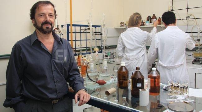 """Carlos Querini, el especialista que forma parte del equipo del Incape que asiste a pequeños productores por plantas de """"autoconsumo"""", también hace """"transferencia"""" para grandes industrias. <strong>Foto:</strong> Amancio Alem"""