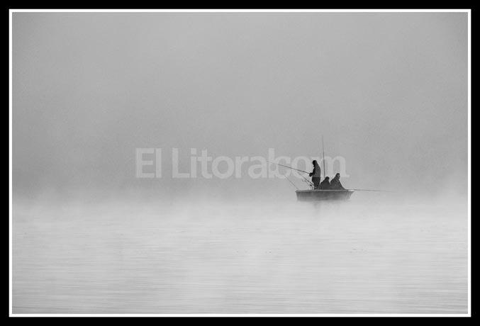 Pescando en la madrugada - mención Aldo Raúl Luján Zanetti