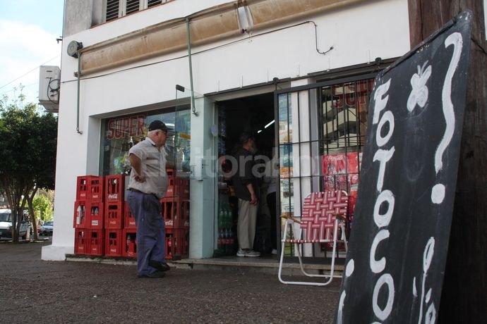 Tras el suceso una profunda sensación de indignación y bronca quedó instalada en el lugar entre los comerciantes y vecinos. Crédito: Mauricio Garín