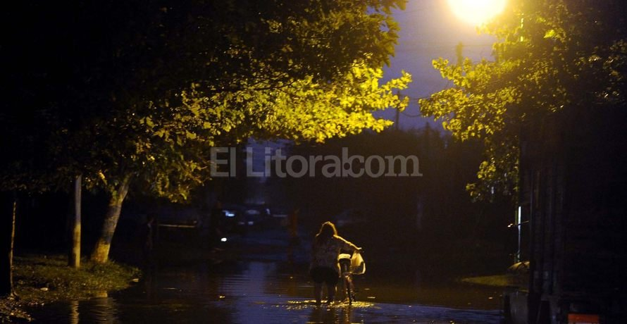 Volver a casa despu�s del agua. Un duro camino que los santafesinos aprendieron a transitar. Esta vez le toca a la ciudad de La Plata. T�lam