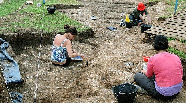 Excavaciones en el campo de batalla de la Vuelta de Obligado. <strong>Foto:</strong> Archivo - Telam