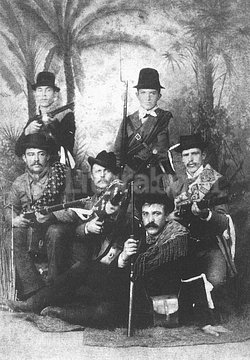 Inmigrantes. Un grupo de rifleros suizos de Esperanza que participó de la revuelta. Crédito: Archivo El Litoral