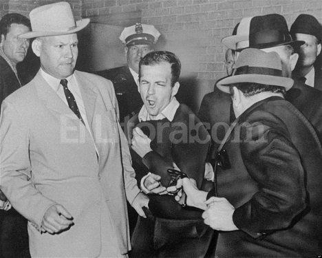 El fin de Oswald no fue mejor que el de Kennedy. Fue asesinado por Jack Ruby, delante de periodistas y policías.
